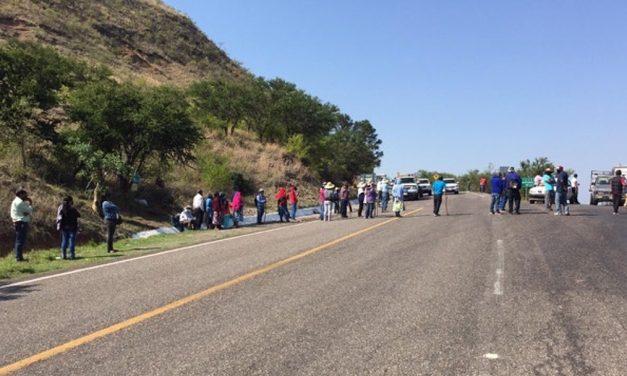 Bloquean en la carretera Huajuapan – Oaxaca